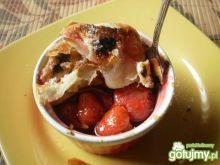 Ciepły deser z truskawek