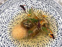 Consomme z zielonek, krokiety miso z borowikami