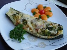 Cukinia faszerowana brokułem i serami