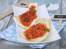 Cukinia nadziewana tofu, mozzarellą i pomidorami