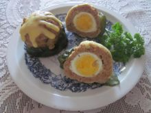 Cukinia zapiekana z mięsem i jajkiem