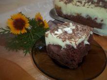Cukiniowe ciasto ze śliwkami i pianką