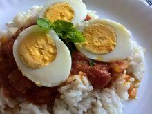 Curry z jajkami i ryżem