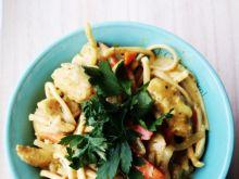 Curry z kurczakiem i makaronem Chow Mein