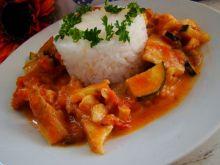 Curry z mintajem i cukinią