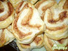 Cynamonki z ciasta francuskiego