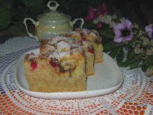 Cynamonowe ciasto z owocami