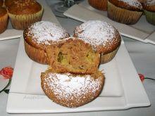Cynamonowe muffinki z rabarbarem