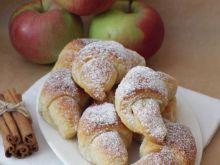 Cynamonowe rogaliki z jabłkami