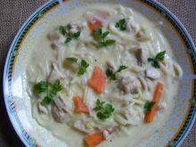Cytrynowa zupa z kurczakiem i makaronem
