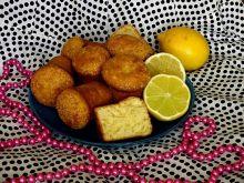 Cytrynowe muffinki posypane trzcinowym cukrem