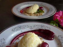 Cytrynowe ptasie mleczko z sosem wiśniowym