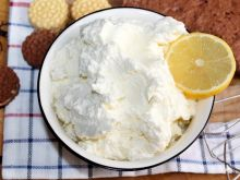 Cytrynowy krem z serka mascarpone i kremówki