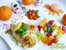 Cytrynowy mintaj z puree i sałatką