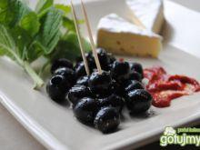 Czarne oliwki z pikantnym dipem