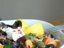 Czarne spagetti z łososiem i kaparami