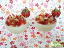 Czekoladowa panna cotta z owocową salsą