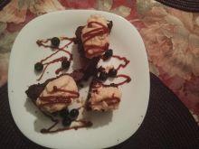 Czekoladowe ciastka z karmelowym kremem