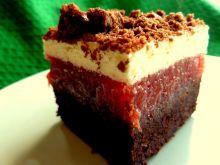 Czekoladowe ciasto z masą truskawkową