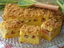 Czekoladowe ciasto z rabarbarem i kruszoną