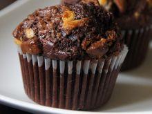 Czekoladowe muffiny z kawałkami czekolad