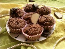 Czekoladowe muffinki z marcepanową niespodzianką