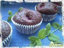 Czekoladowe muffiny z malinami