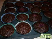 Czekoladowe muffiny z owocami
