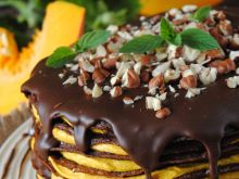 Czekoladowo- dyniowy tort naleśnikowy