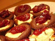 Czekoladowo-sernikowe muffiny z wiśniami
