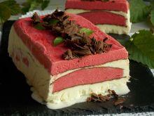 Czekoladowy deser lodowy z malinami