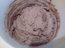Czekoladowy krem wafelkowy do tortu