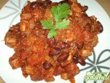 Czerwona fasola w pomidorach