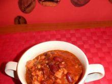 Czerwona fasolka z wędlinami w sosie pomidorowym