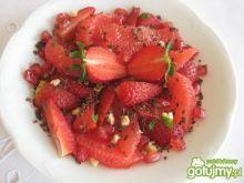 Czerwona sałatka owocowa