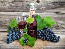 Jak zrobić wino z ciemnych winogron?