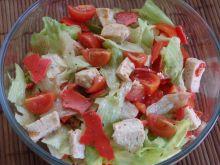 Czerwono-zielona sałatka z kurczakiem