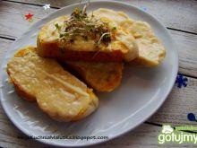 Czosnkowe grzanki z serem i kiełkami