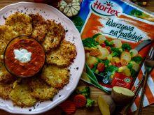 Czosnkowe plince z sosem warzywnym