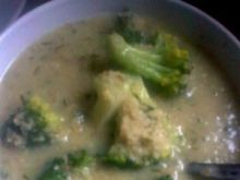 Czosnkowo-brokułowa zupa z kaszą