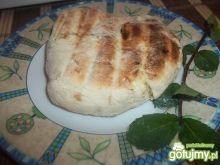 Czosnkowo-ziołowy chlebek z grilla