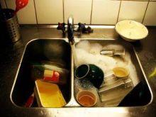 Czy Twój facet zmywa naczynia?