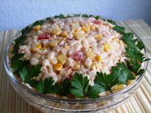 Delikatna salatka z tunczykiem