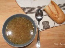 Delikatna zupa cebulowa