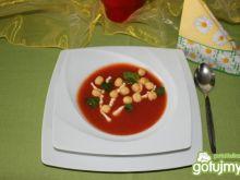 Delikatna zupa pomidorowa