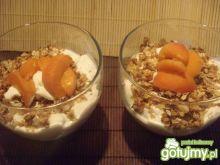 Deser jogurtowy z morelami