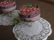 Deser jogurtowy z owocem granatu