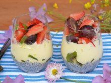 Deser lodowy z chia i owocami