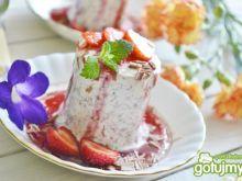 Deser lodowy z czekoladą i sosem