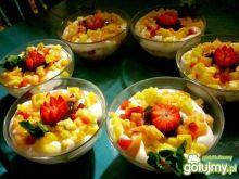 Deser owocowy ze śmietanką roślinną